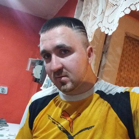 István, 22 éves társkereső férfi - Mezőkeresztes