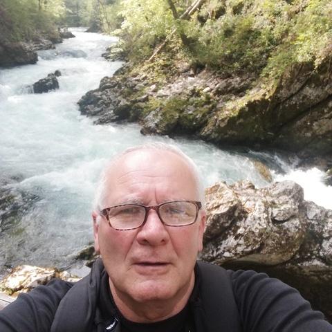gábor, 69 éves társkereső férfi - Cegléd