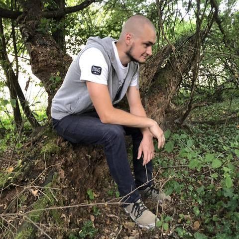 Botond, 22 éves társkereső férfi - Almásháza