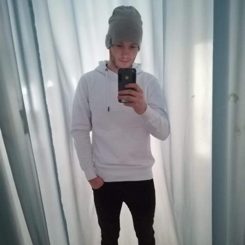 Adrián, 23 éves társkereső férfi - Tokaj