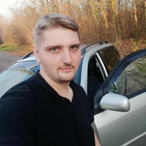 Viktor, 25 éves társkereső férfi - Onga