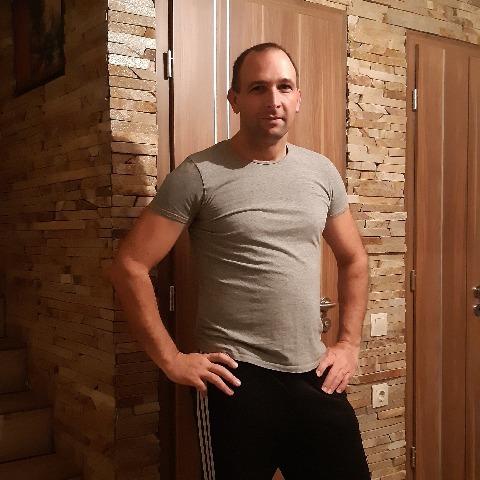 Tomi, 38 éves társkereső férfi - Érd