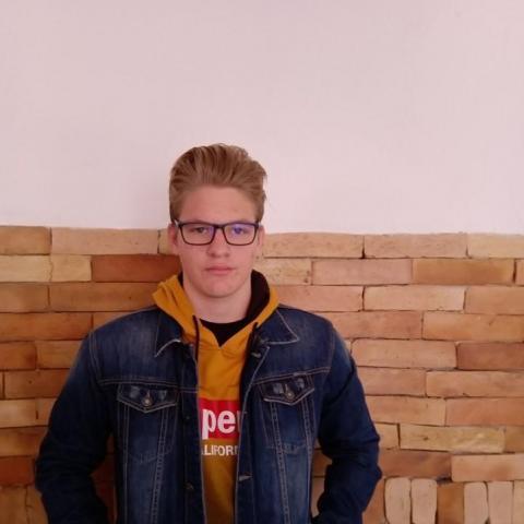 Bence, 17 éves társkereső férfi - Dunaújváros