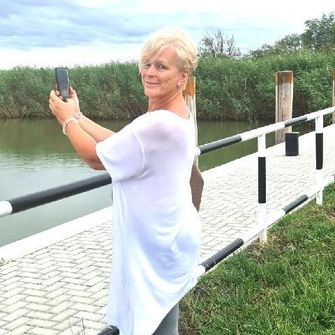 Erika, 63 éves társkereső nő - Csobánka
