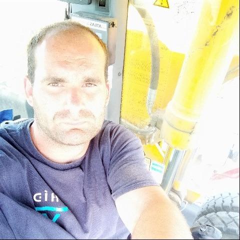 István, 28 éves társkereső férfi - Sáregres