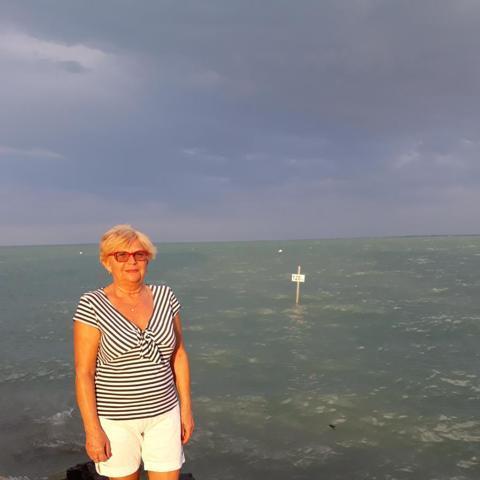 Hajnalka, 64 éves társkereső nő - Győr