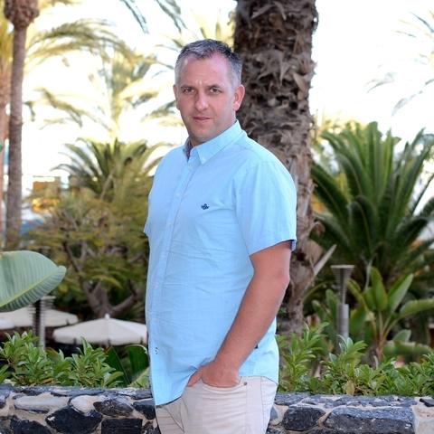 Krisztian, 43 éves társkereső férfi -