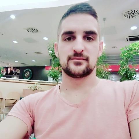 Tamás , 29 éves társkereső férfi - Debrecen