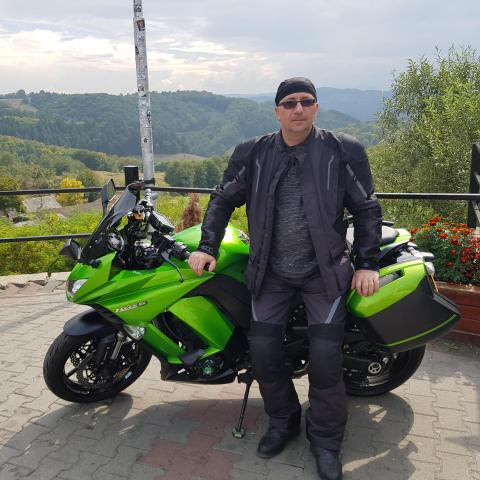 egyetlen motorkerékpár társkereső)