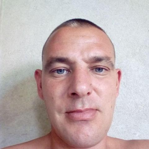 Robi, 36 éves társkereső férfi - Horgos