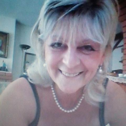 Ágnes, 68 éves társkereső nő - Szeged