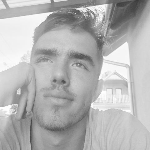 András, 18 éves társkereső férfi - Szigetszentmiklós