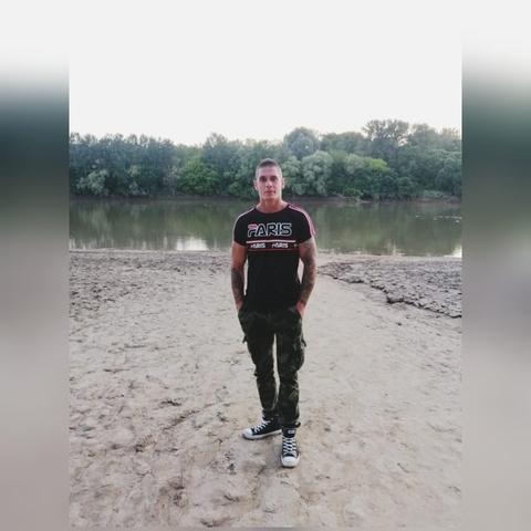 Tibor, 25 éves társkereső férfi - Újkenéz