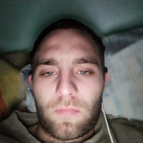 Dávid , 23 éves társkereső férfi - Zalaegerszeg