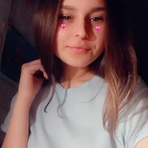 Lilla, 18 éves társkereső nő - ősagárd