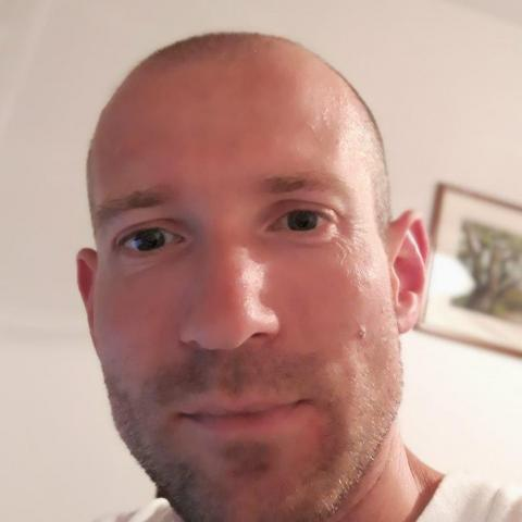 Szabi, 37 éves társkereső férfi -