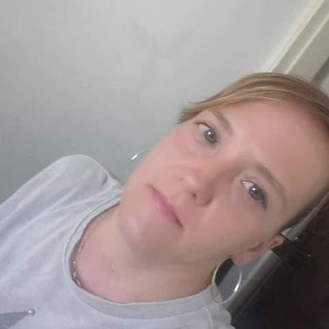 Enikő, 42 éves társkereső nő -