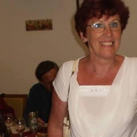 Éva, 67 éves társkereső nő - Szolnok