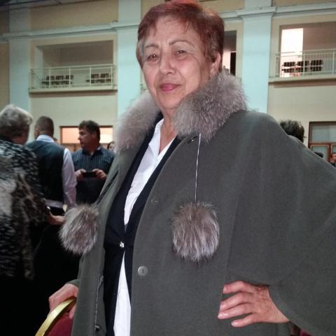 Erzsi, 72 éves társkereső nő - Tolna