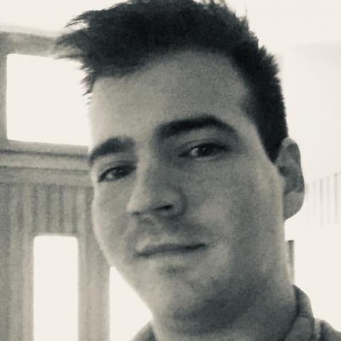 Áron, 24 éves társkereső férfi -