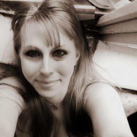 Zsú, 23 éves társkereső nő - Ózd