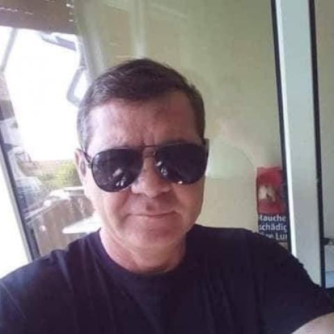 Zoltan, 57 éves társkereső férfi -