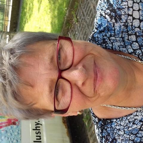 Erzsébet , 64 éves társkereső nő - Ózd