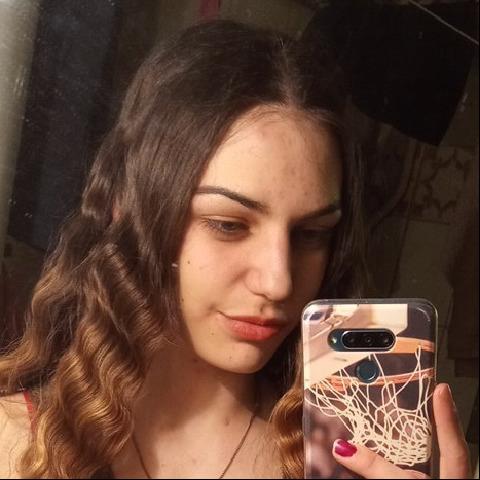 Viki, 18 éves társkereső nő - Sopron