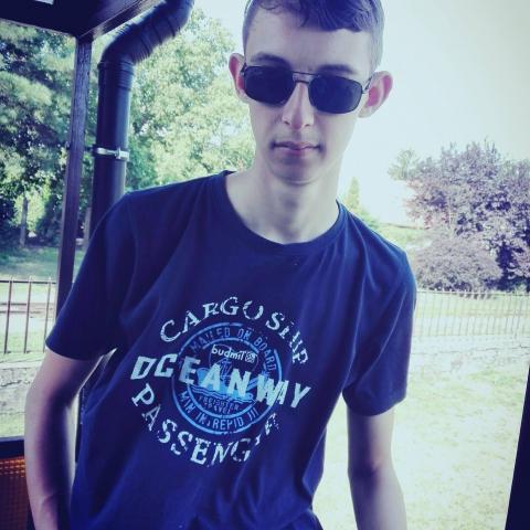 László, 21 éves társkereső férfi - Balkány