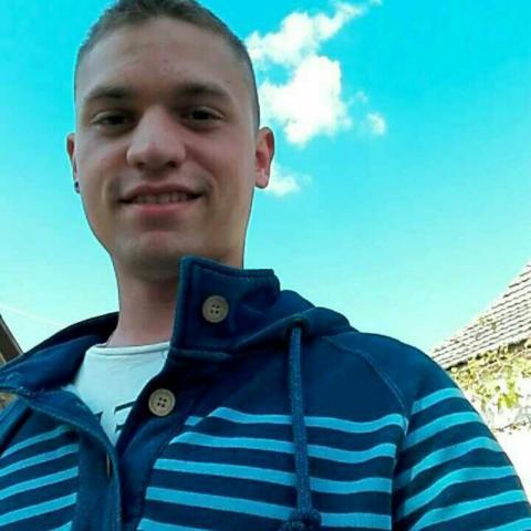 Dávid, 23 éves társkereső férfi - Paks