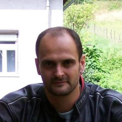 Róbert, 46 éves társkereső férfi - Nemti