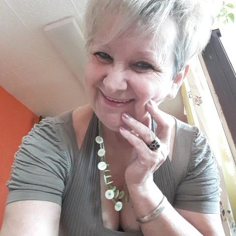 Kati, 71 éves társkereső nő - Debrecen