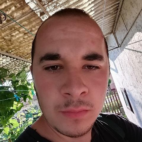 Laci, 19 éves társkereső férfi - Tarhos