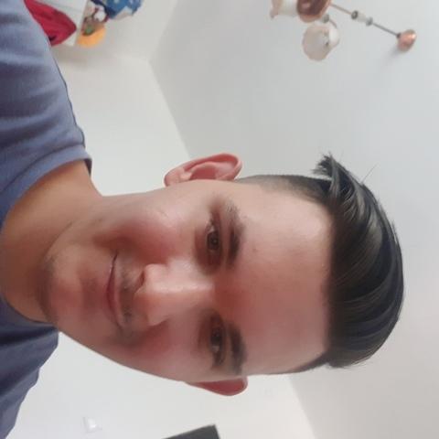 Balázs, 21 éves társkereső férfi - Komló