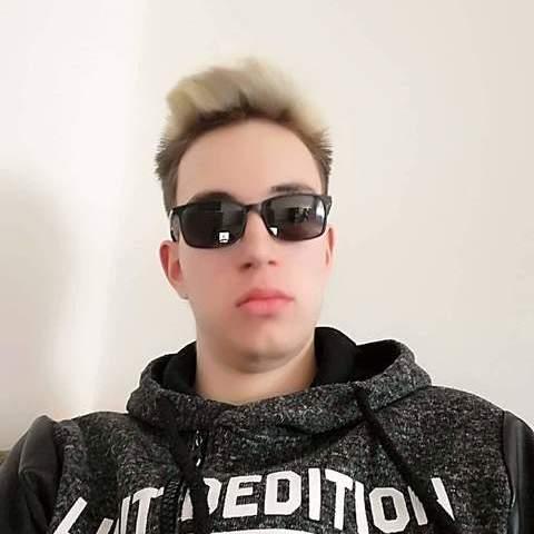 Kristóf , 19 éves társkereső férfi - Székesfehérvár