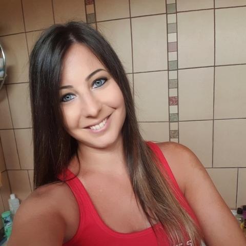 Adrienn , 25 éves társkereső nő - Érd