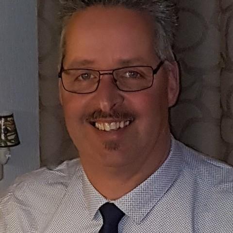 Peter, 54 éves társkereső férfi -
