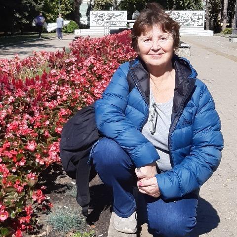 Rozi, 65 éves társkereső nő -
