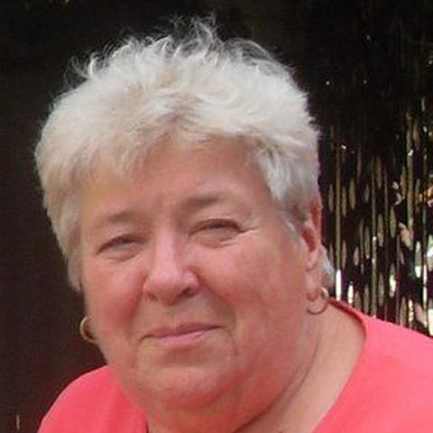 Julianna, 78 éves társkereső nő - Szekszárd