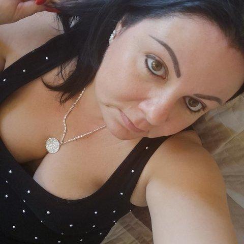 Adrienn , 42 éves társkereső nő - Dunaújváros