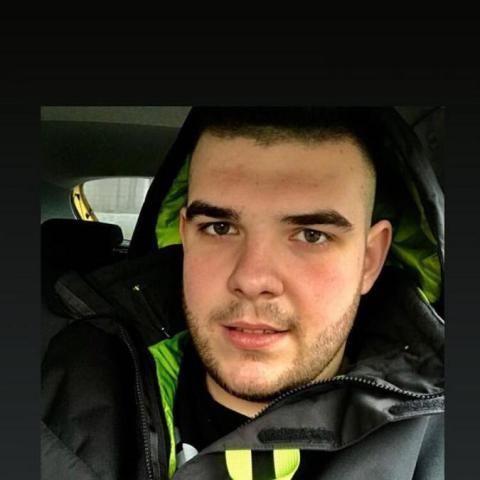 Patrik, 23 éves társkereső férfi - Győr