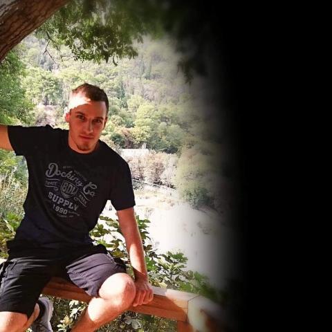 László, 22 éves társkereső férfi - Kurd