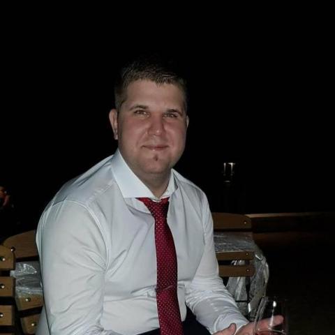 Bence, 28 éves társkereső férfi - Paks