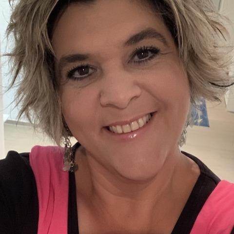 Nelli, 46 éves társkereső nő -