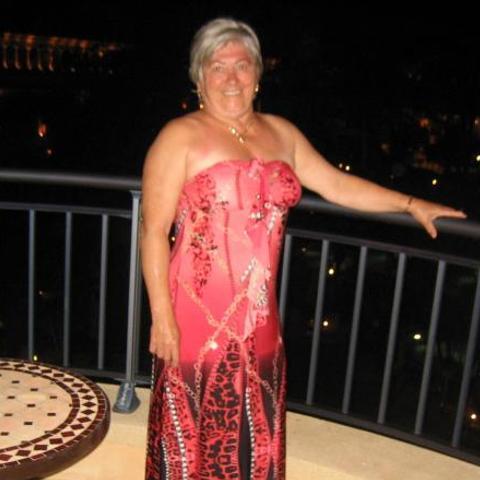 Julianna, 68 éves társkereső nő - Tiszaújváros