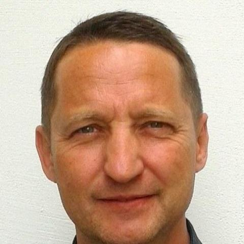 Béla Jenő, 45 éves társkereső férfi -