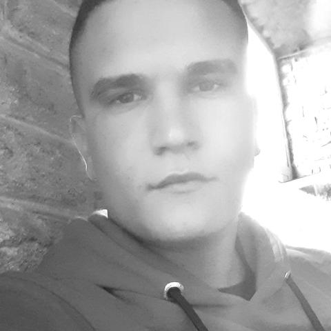 Patrik, 23 éves társkereső férfi - Baracs