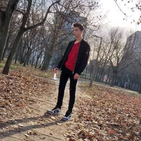 Peti , 19 éves társkereső férfi - Debrecen