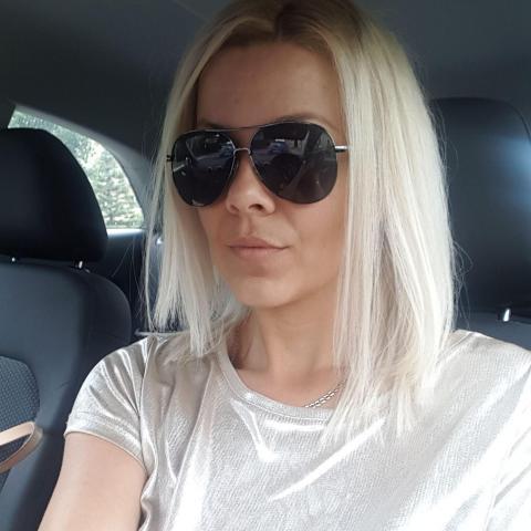 Christhina, 37 éves társkereső nő - Komárno