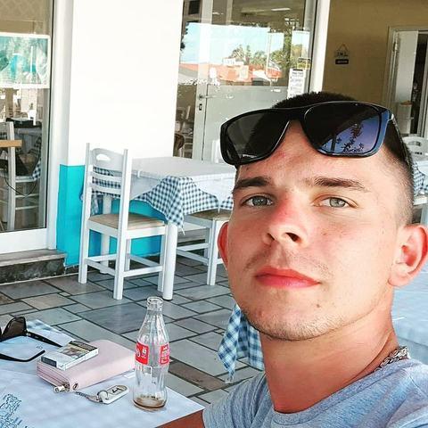 Bálint, 20 éves társkereső férfi - Kazincbarcika